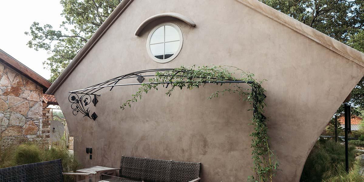 outdoor-patio-looking-glass-min-d
